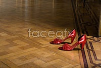 Link toDownload hd picture red high heels