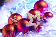 Link toRed christmas ball picture download
