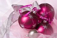Link toRed christmas decorations pictures