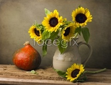 Link toVase of sunflowers picture